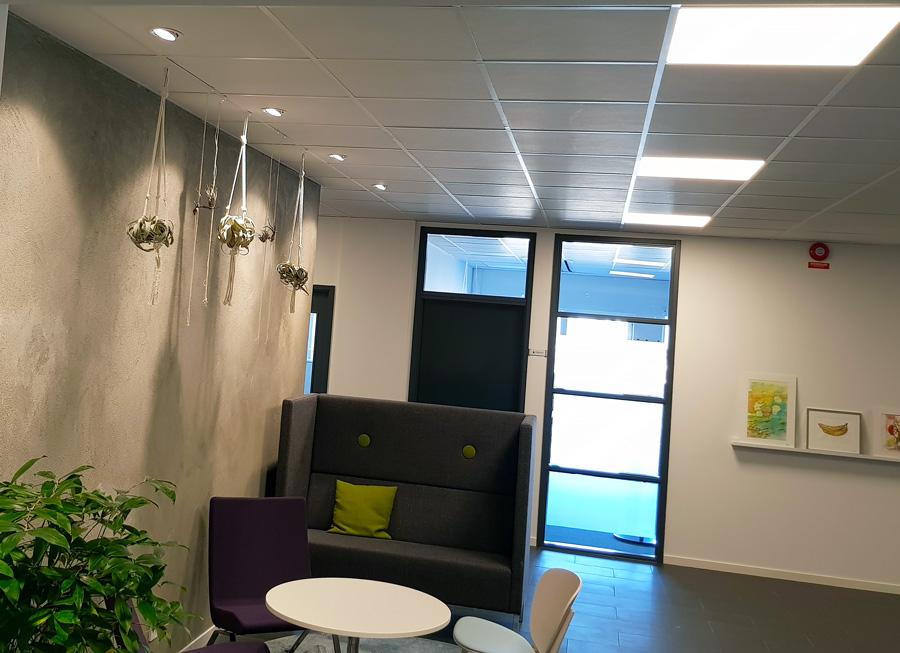 LED-platta i kontor