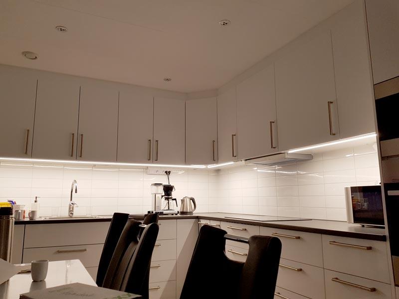 LED-slinga i kök