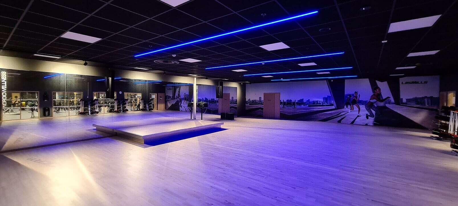 RGB ljusslinga tak gym