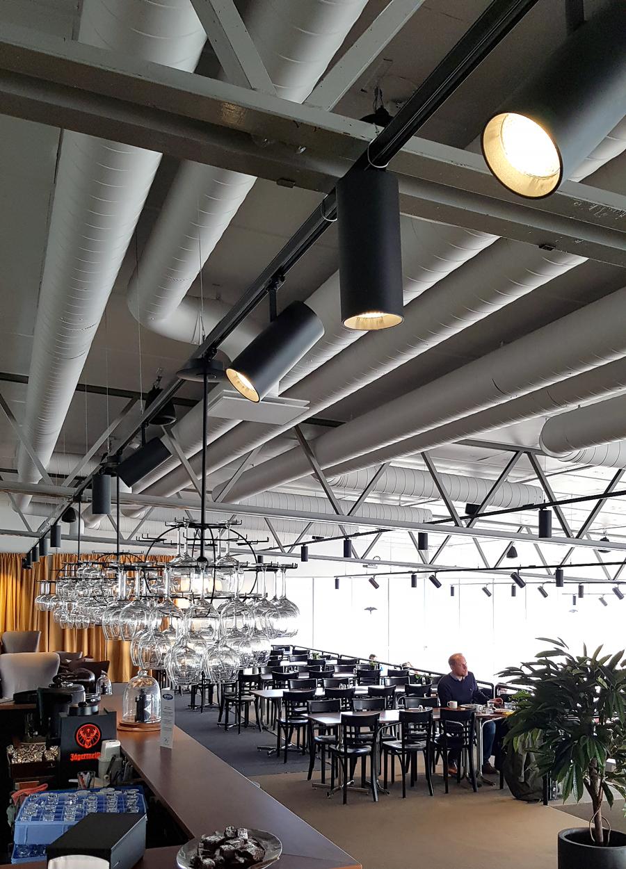 spotlights ovanför baren