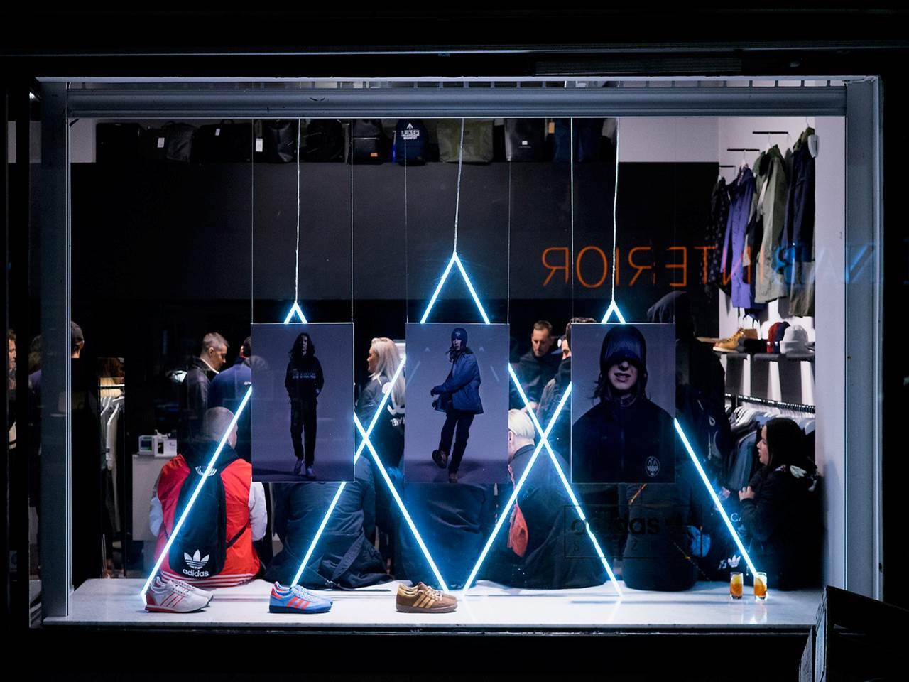 Adidas - Belysning skyltfönster