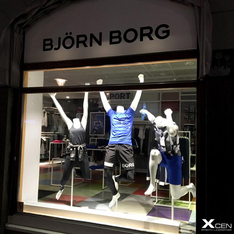 Spotlights skyltfönster i klädesbutik