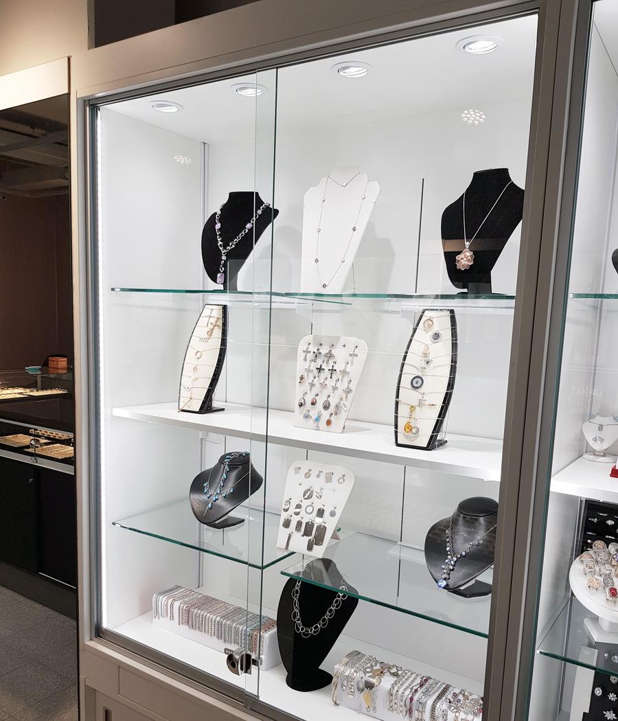 Belysning till smyckesmonter
