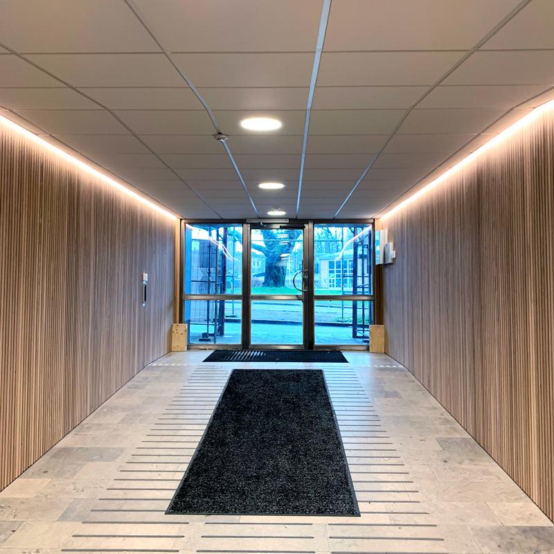 Korridorbelysning med LED-lister