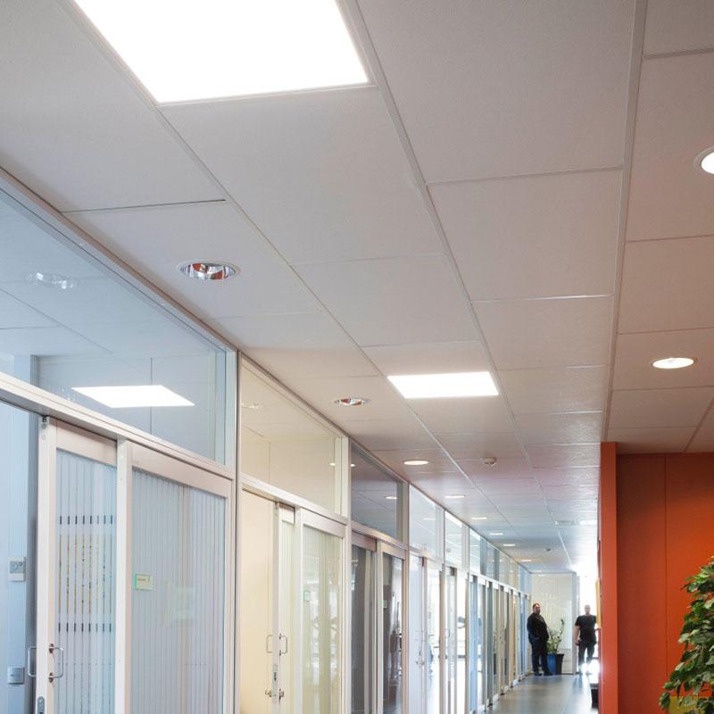 LED-paneler i korridor