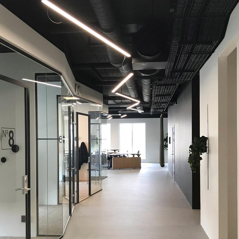 LED-armatur i kontorsmiljö
