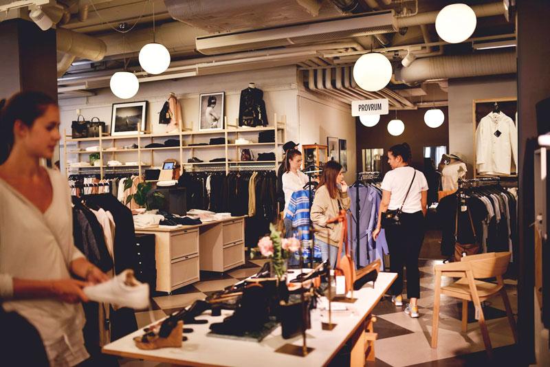 Nedpendlade lampor och armaturer för butik