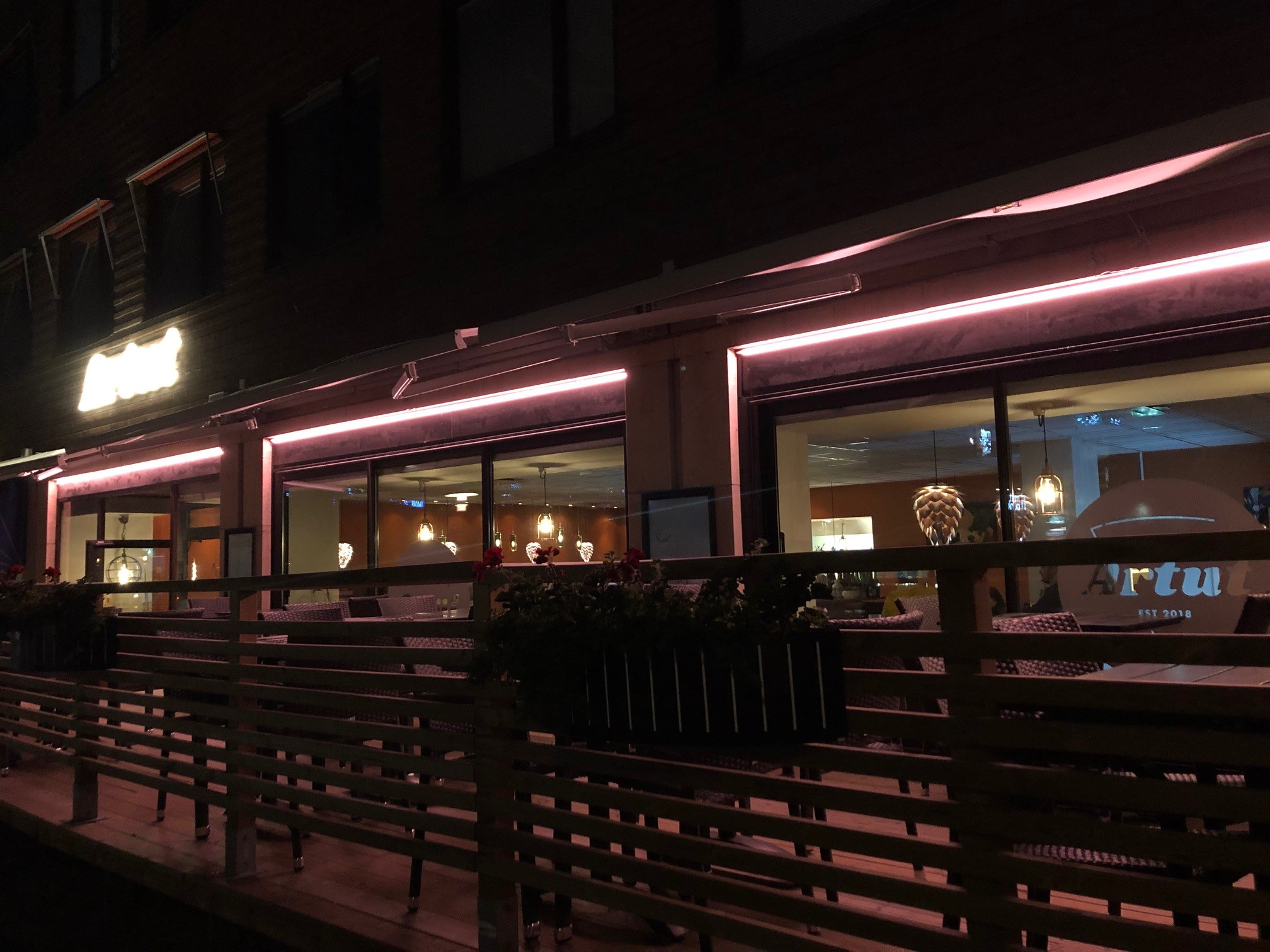 Belysning uteservering fasad (RGB)