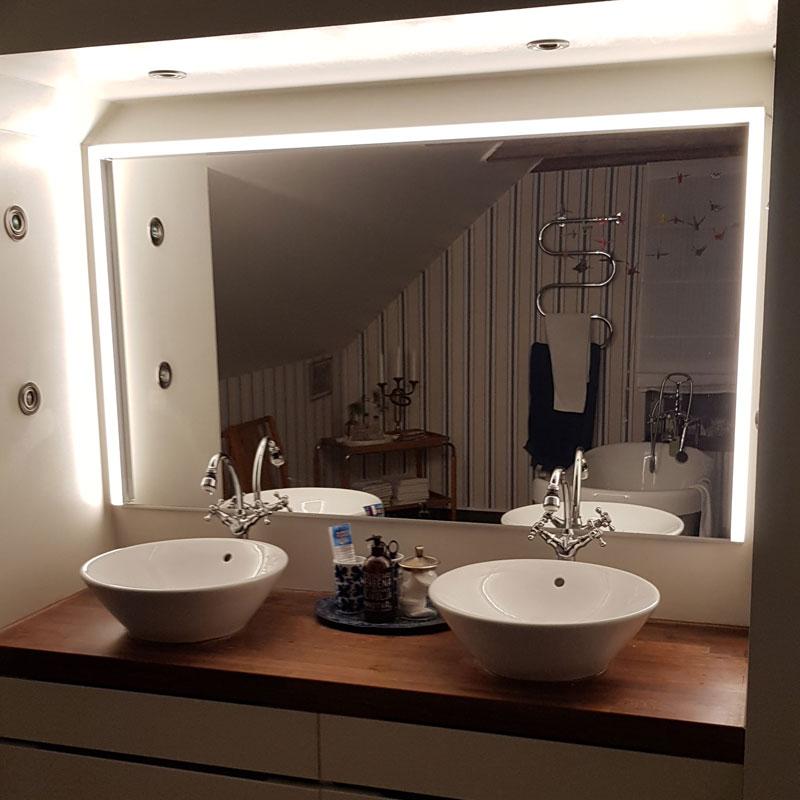 Guide - Badrum med spegelbelysning som byter färg